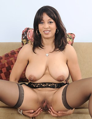 Free Latina Moms Porn Pictures