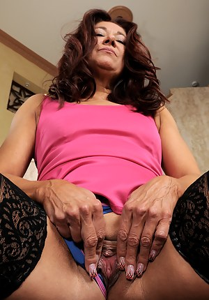 Free Moms Spread Pussy Porn Pictures